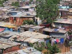 Крыши посёлка Соуэто, пригород Йоханнесбурга