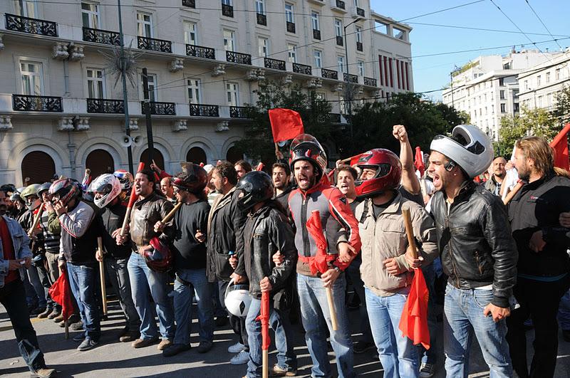 Команда защиты ПАМЕ отразила нападение провокаторов